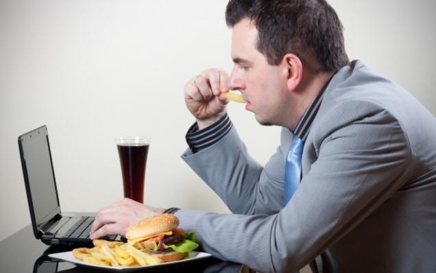 Cómo alimentarte saludablemente bajo presión