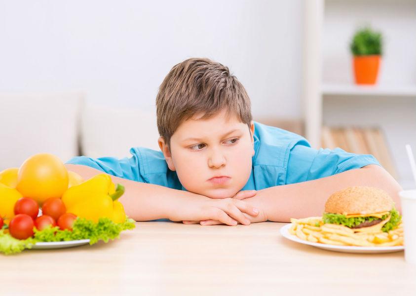 ENFERMEDADES ASOCIADAS A LA OBESIDAD INFANTIL, MANEJO NUTRICIONAL Y RECOMENDACIONES.